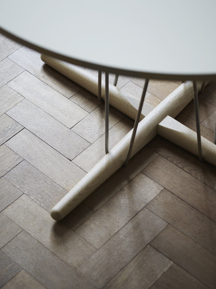 E020 Embrace Table - Ø139.50cm