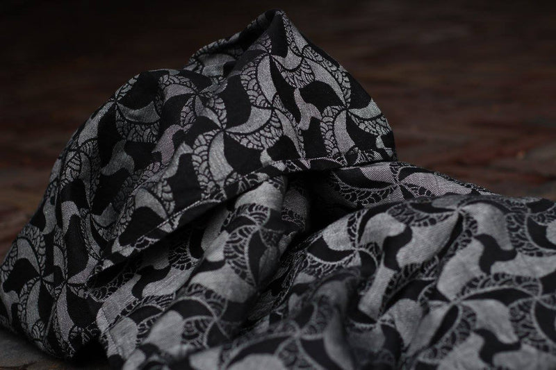 Yaro Triskele Black and White Wrap (linen blend)