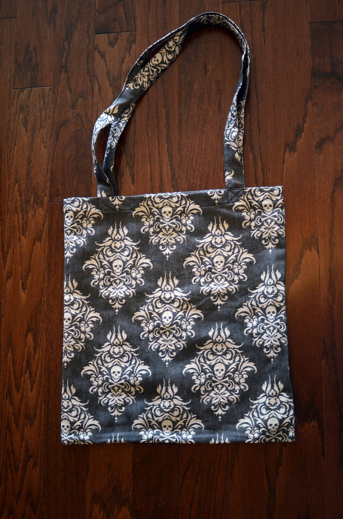 Queen Anne's Revenge - Topsail TOTE BAG