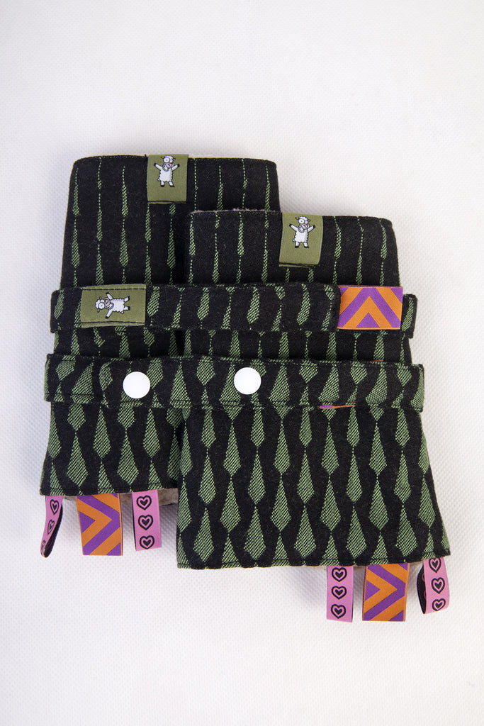 Lenny Lamb Drool Pads and Reach Straps Set Icicles Black and Green