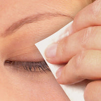 woman using Eyelid Wipes