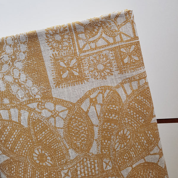 Table cloth : Lace in Burnt Gold x Printink Studio