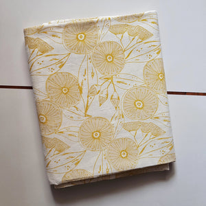 Table cloth : Gum Flower in Gold x Printink Studio