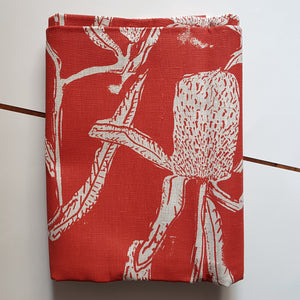 Table cloth : Banksia in Red x Printink Studio