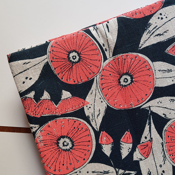 Table cloth : Gum Flower in Black + Red x Printink Studio