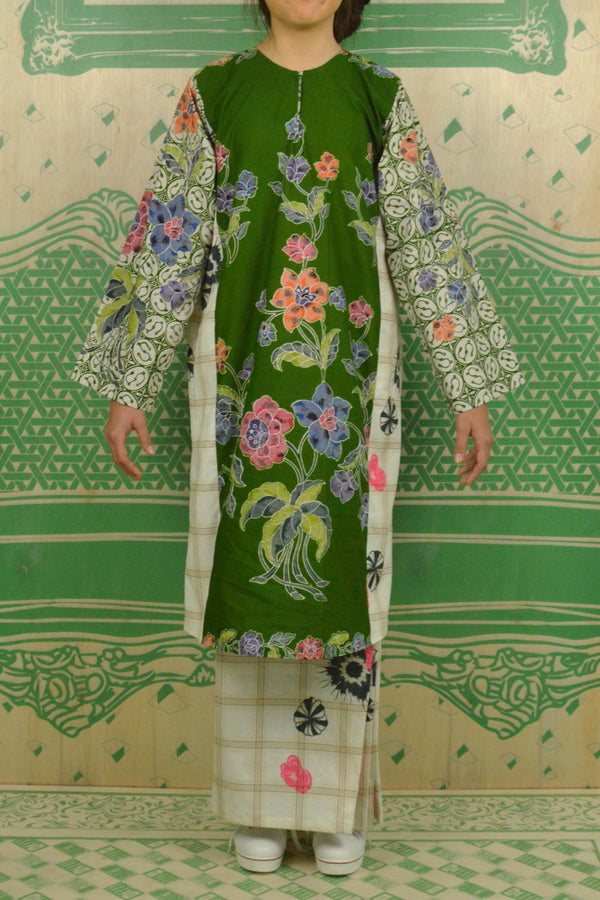 GREEN AND COLOURFUL BATIK WITH PRINTED GREEN CHECKS POLY COTTON - BAJU PAHANG WITH PESAK AND SIDE PLEATED SKIRT - GREEN