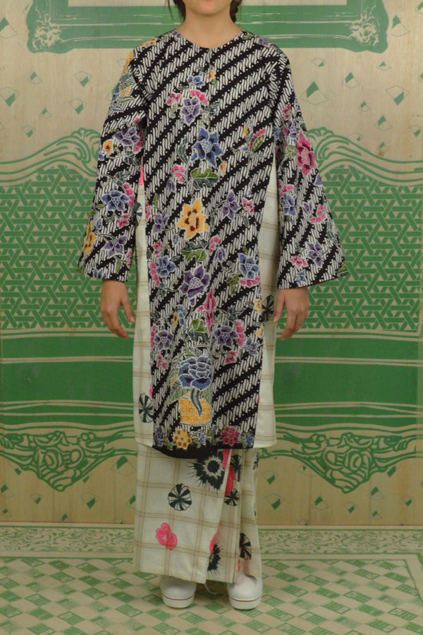 BLACK AND COLOURFUL BATIK WITH PRINTED GREEN CHECKS POLY COTTON - BAJU PAHANG WITH PESAK AND SIDE PLEATED SKIRT - BLACK