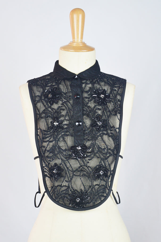 BLACK LACE - BIB WITH CHINESE KNOT BUTTON AN PEARLS - BLACK