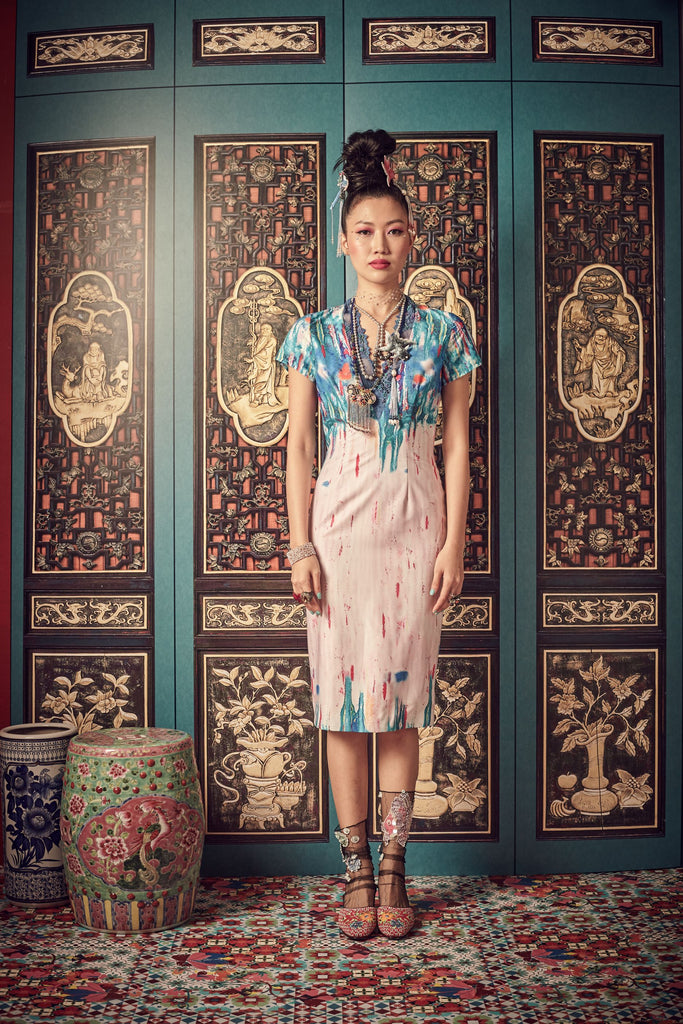 PULUT TAI TAI PRINT - V NECK WITH LACE TRIMMING FITTED DRESS - PRINT - Melinda Looi - Official Website