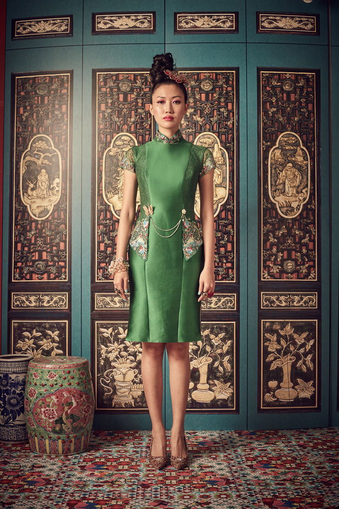 EMERALD GREEN HEAVY SILK AND GREEN LACE - KEBAYA CHEONGSAM WITH REMOVABLE MANDARIN COLLAR - GREEN - Melinda Looi - Official Website