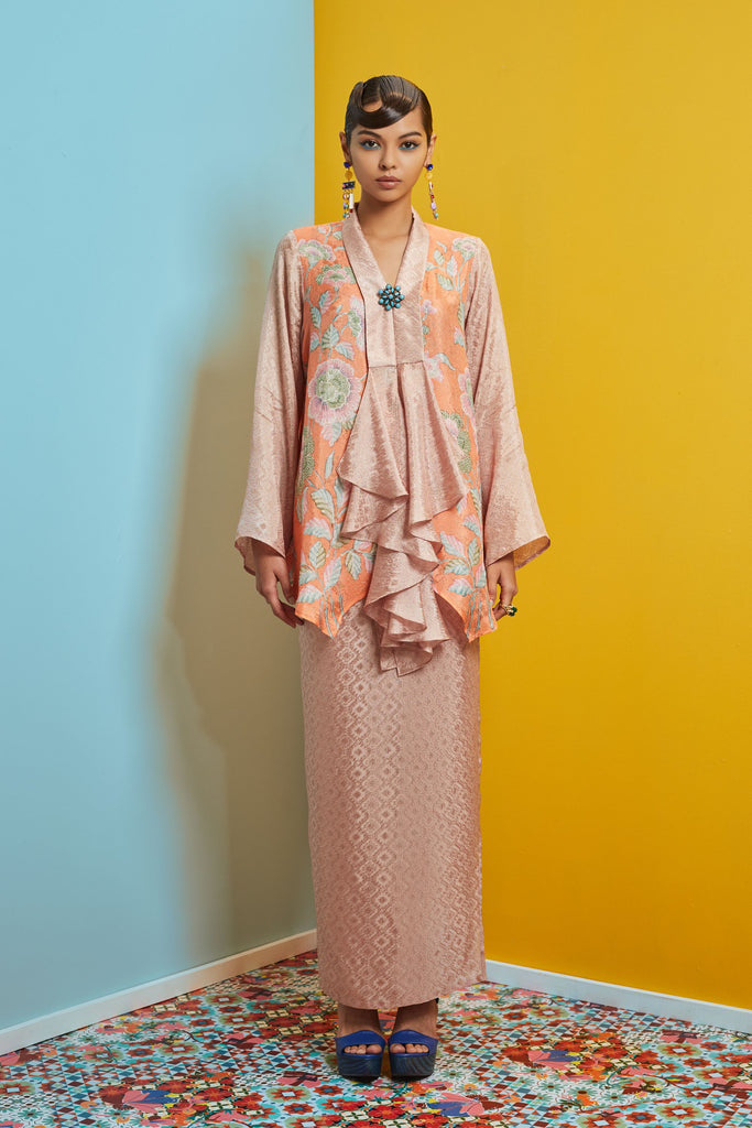 HANDKERCHIEF TOP VISCOSE BATIK WITH SARUNG SKIRT BAJU KEBAYA LABUH - PEACH