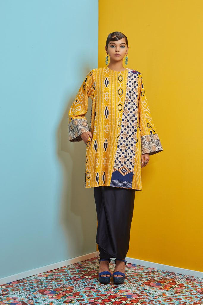 YELLOW AND BLUE COTTON BATIK - BAJU PAHANG LABUH WITH PATCH ON LACE AND SARONG SKIRT - Kurung Moden