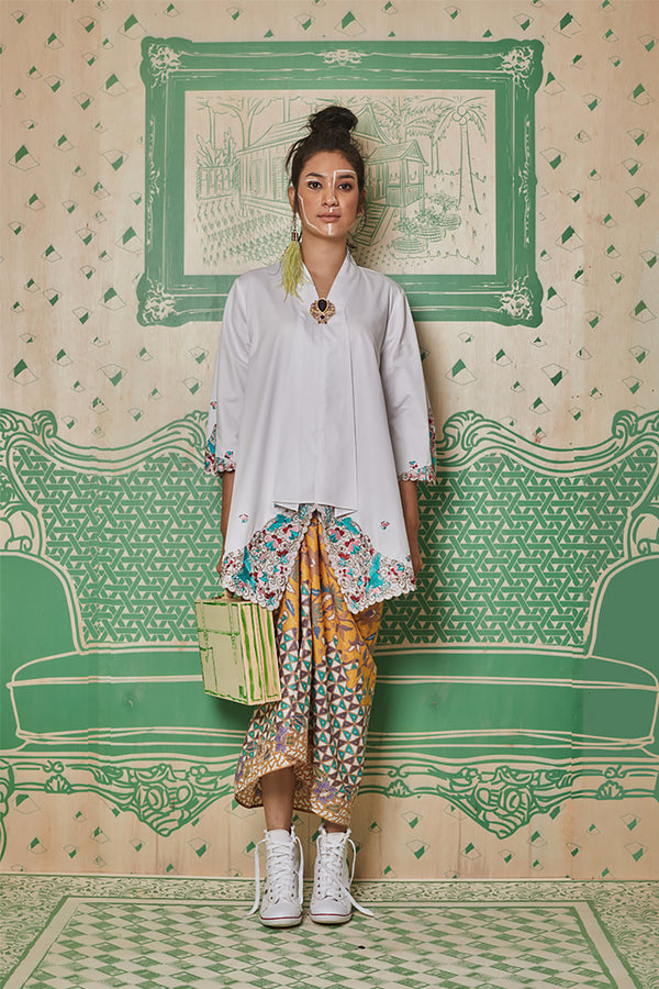 WHITE COTTON TOP WITH 3D FLORAL EMBROIDERY - BAJU KEBAYA LABUH WITH BATIK SARONG SKIRT - WHITE