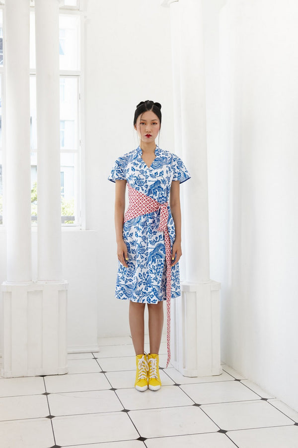 QINGCI ANTIMICROBIAL WRAP DRESS WITH SASH AND DETACHABLE MANDARIN COLLAR - WRAP DRESS - BLUE