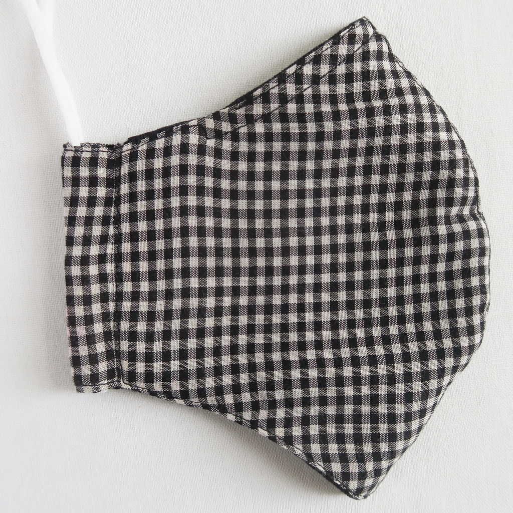 "ឈ ""Chho"" Women's Black and White Gingham Cotton Mask"
