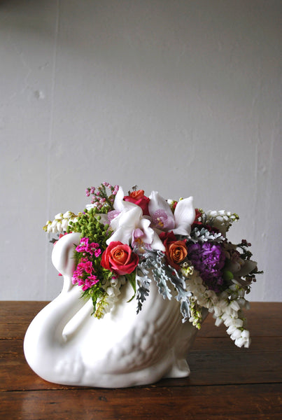 Arrangement in Retro Lynn Swan Vase