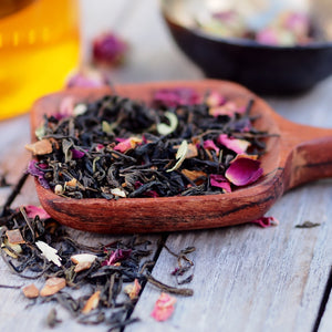 Kashmiri Chai | Organic black tea, cinnamon, almond, cloves, green cardamon, rose petals, bay leaf - The Tea Thief