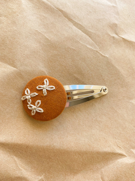 Three embroidered flowers snap clip