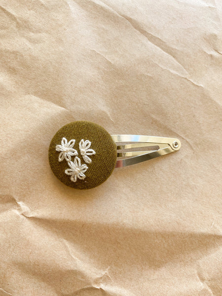 Three middle flowers embroidered snap clip