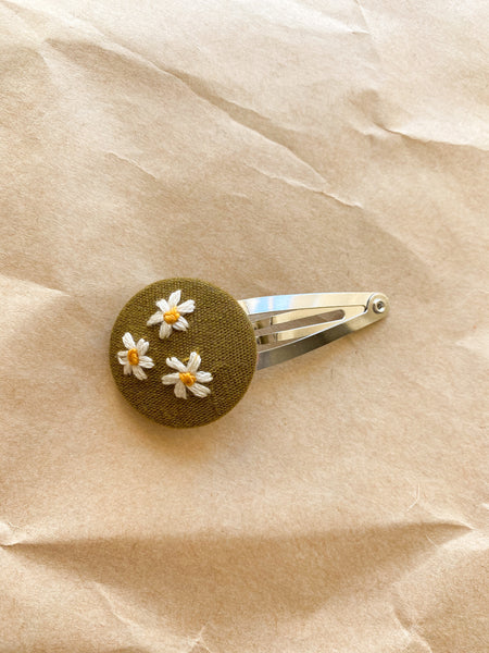 Daisies embroidered snap clip