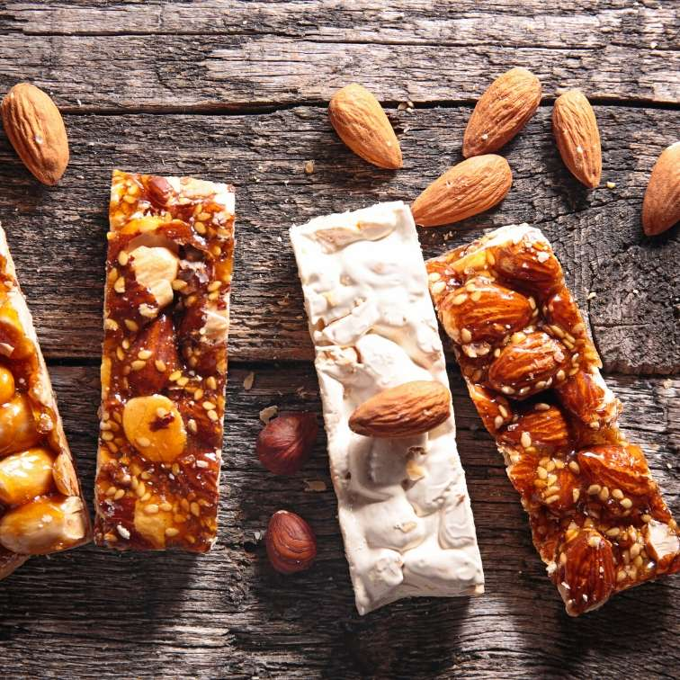 10 Stay-In-The-Bag Snacks For A Healthy Athletes Diet