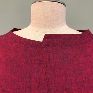 Asymmetrical collar detail of Elemente Clemente linen dress in raspberry