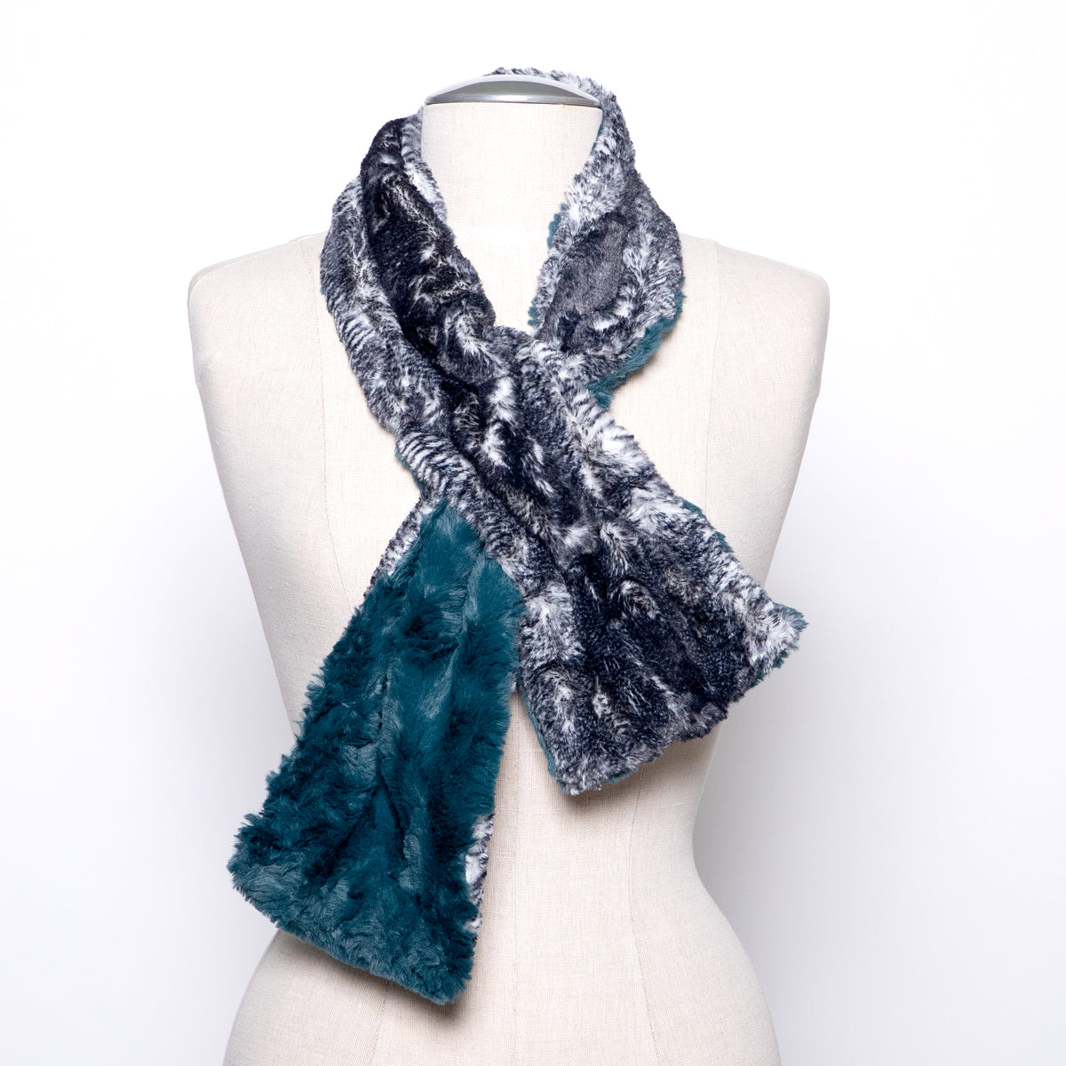 Pandemonium Pull Through Scarf in Peacock Pond and Black