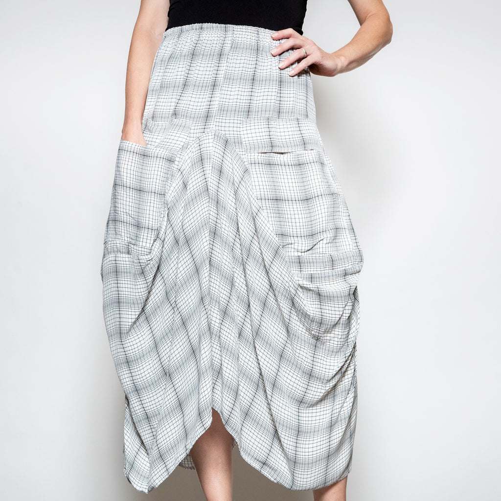 Hanna For La Journee-2 Pocket Skirt -Grey and White