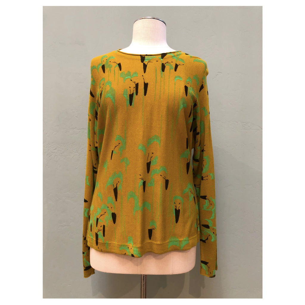 Long sleeve sweater with rolled collar in the color of olive with a black and green abstract design