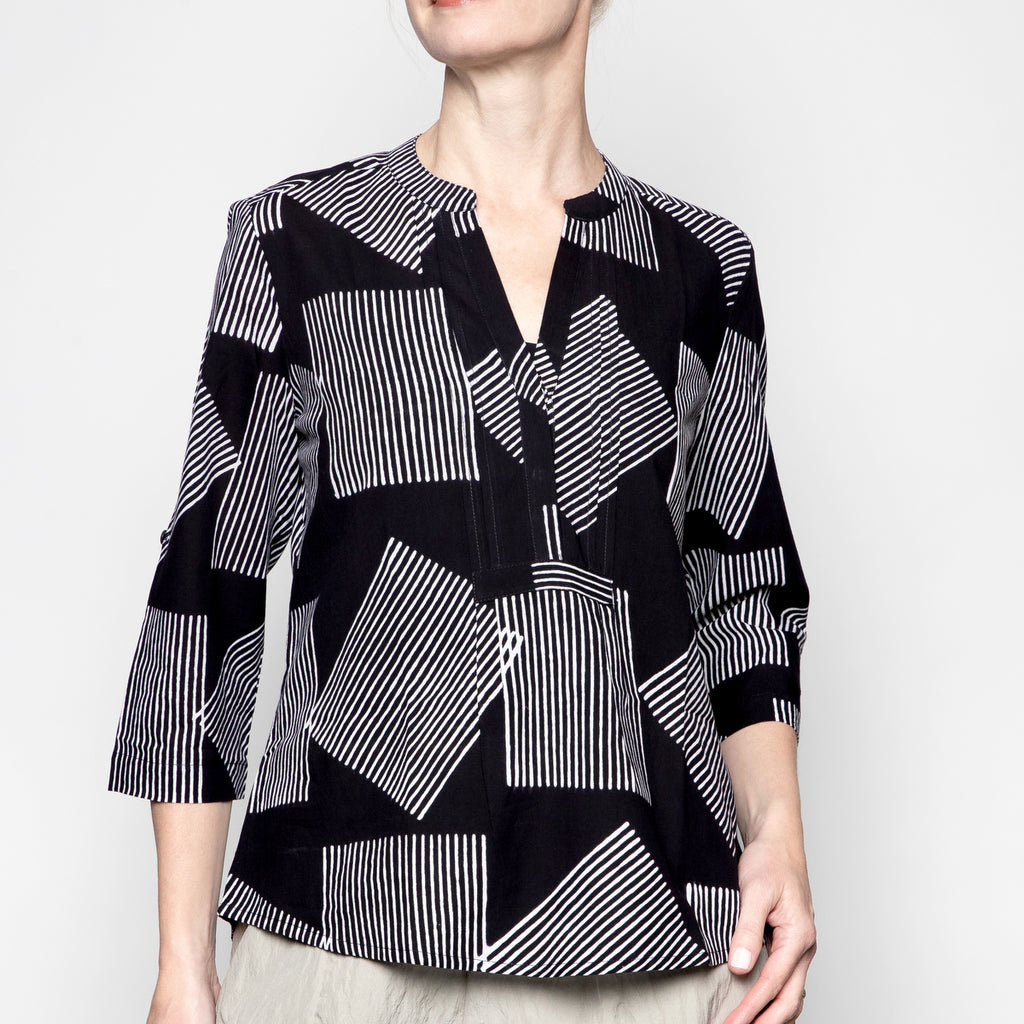 Yaza Kushi Tunic Top in Black Geometric