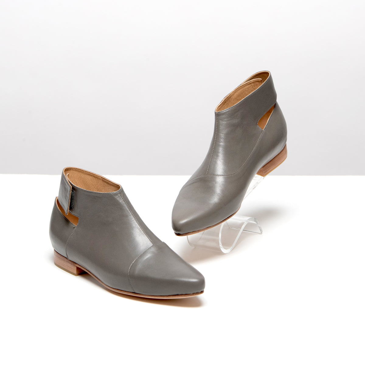 Sizif The Search Boots in Grey