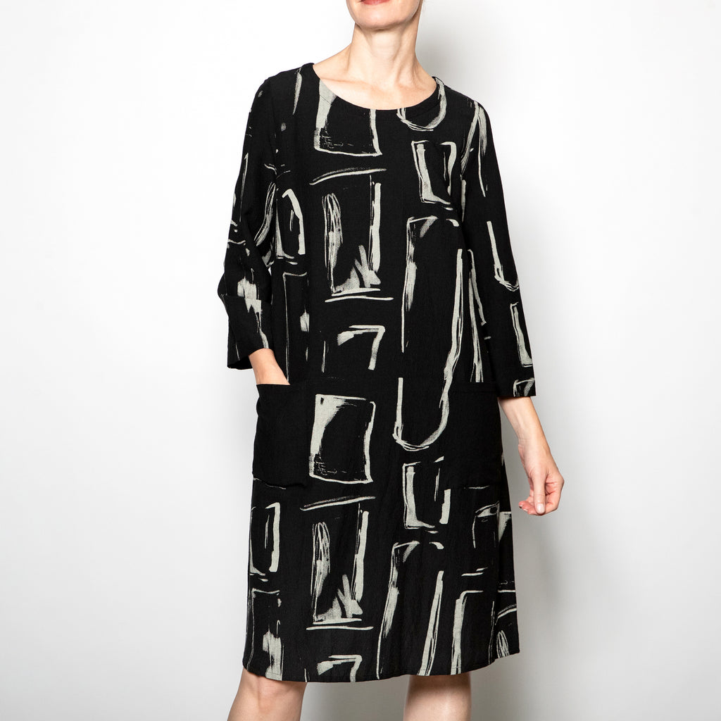 Q'Neel Printed Shift Dress