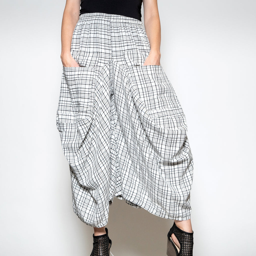 Hanna for La Journee Bubble Pant in Black and White