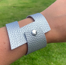 Load image into Gallery viewer, Silver geometric leather bracelet