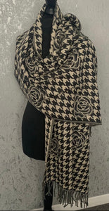 Cosy charcoal rose & dog tooth scarf