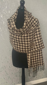 Cosy brown rose & dog tooth scarf