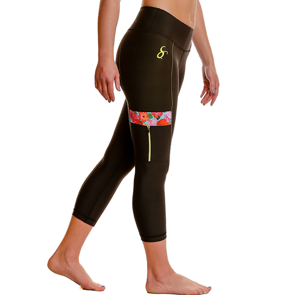Hibiscus Cargo Workout Leggings w/ Side-Zippered Pockets & Tummy-Control - Capris-Length - blk/hib
