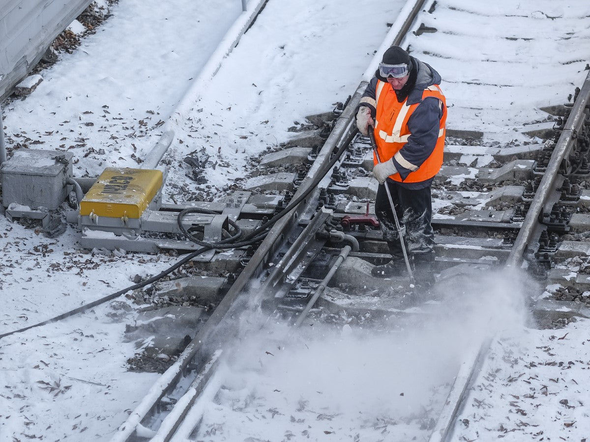 How Railroad Workers Stay Warm and Comfortable Year-Round