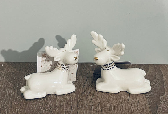 Sitting ceramic white Reindeers, set of 2
