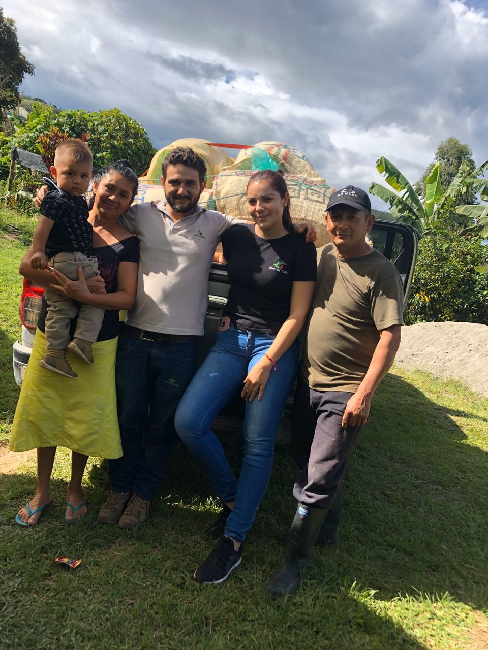 Arnulfo Hoyos and his family at Finca El Diviso