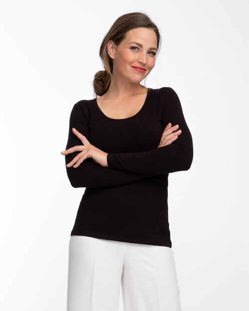 Black bamboo long sleeve nursing top by Peachymama 1
