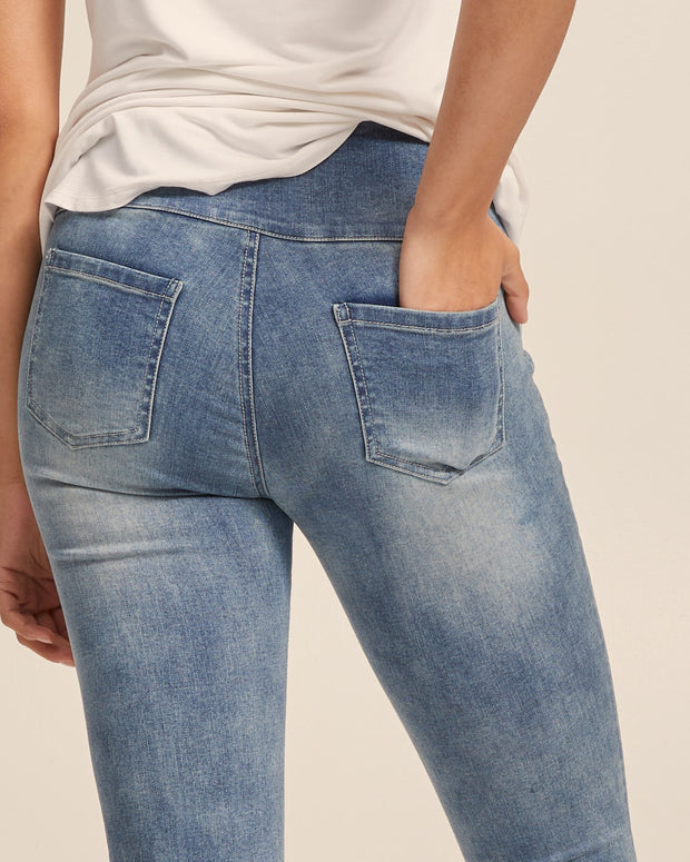 Postpartum Stretch Jeans - Washed Denim