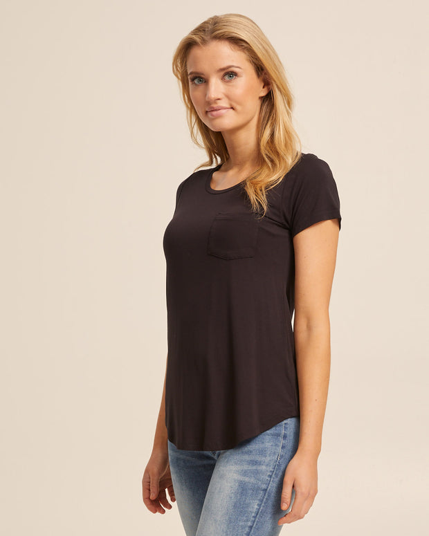 Black bamboo nursing tee by Peachymama 5
