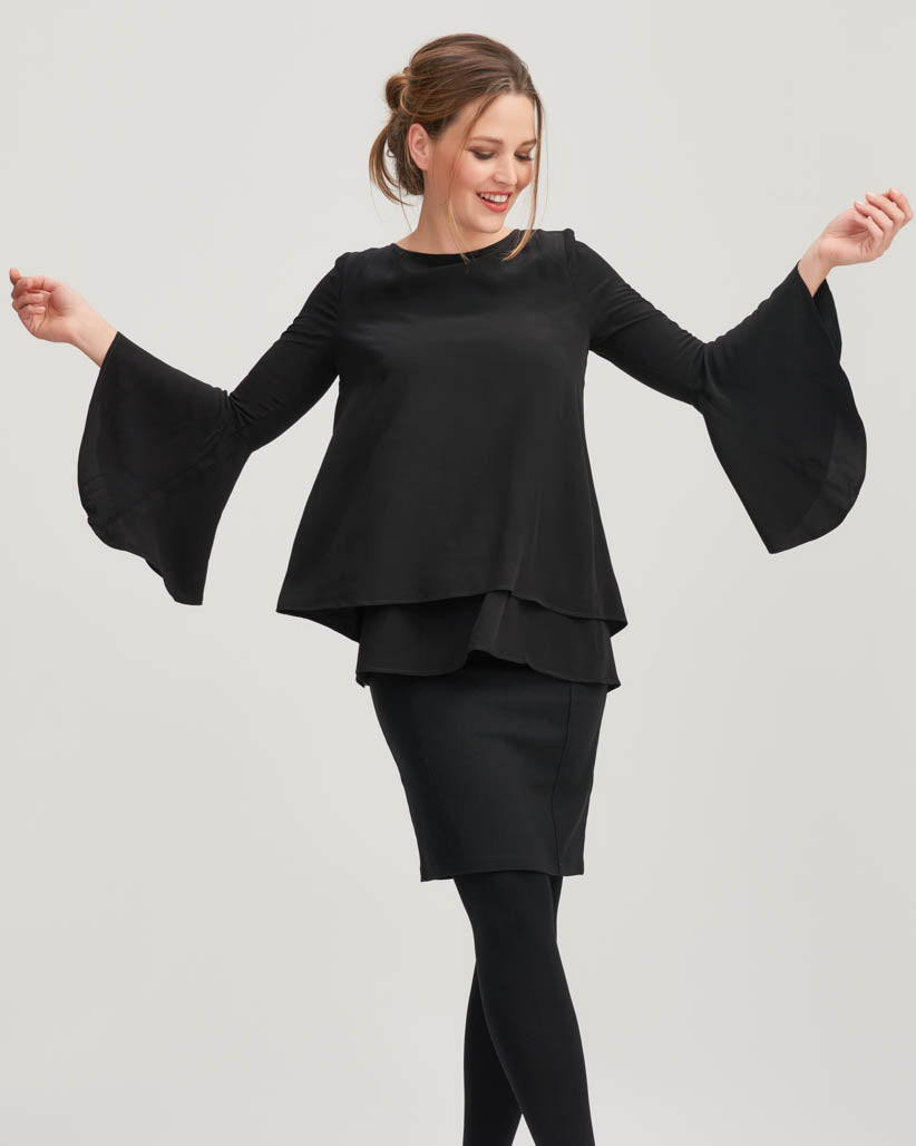 Breastfeeding top with frilled sleeves in black colour by Peachymama