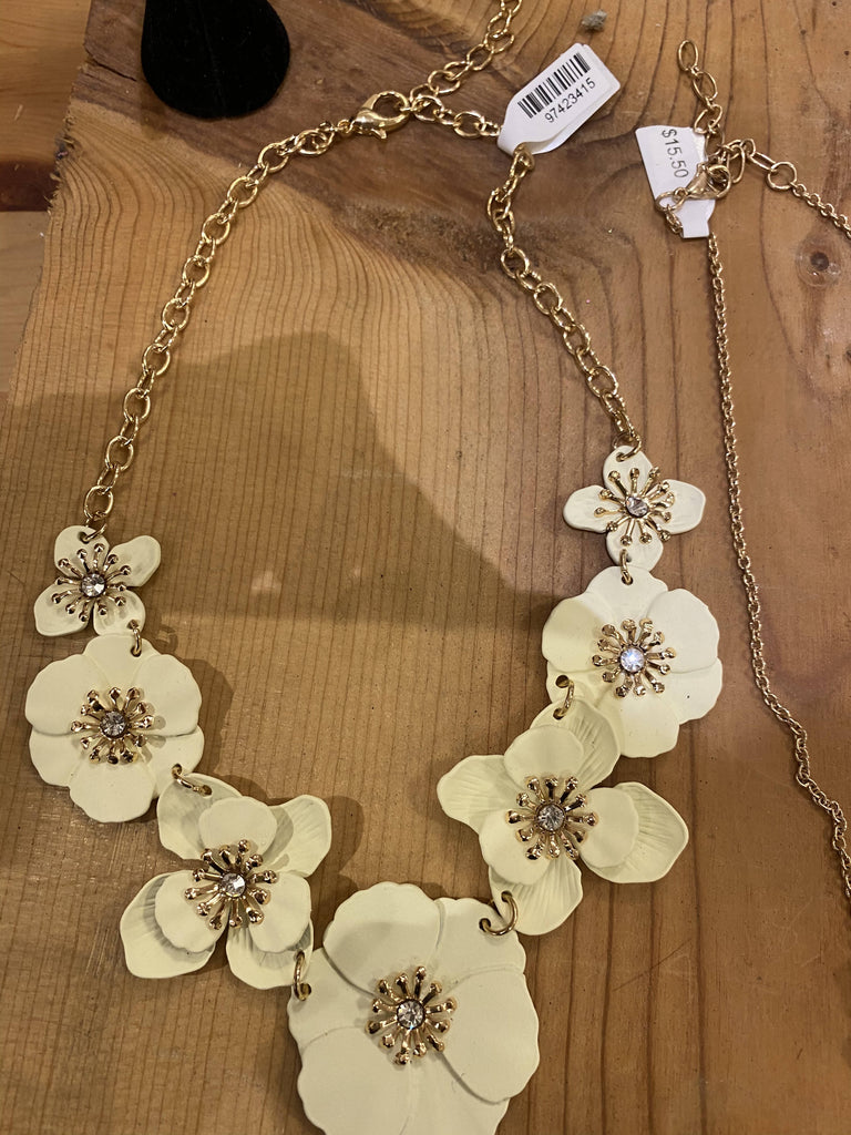 Jewerly /JB collection flower white necklace with stone 550