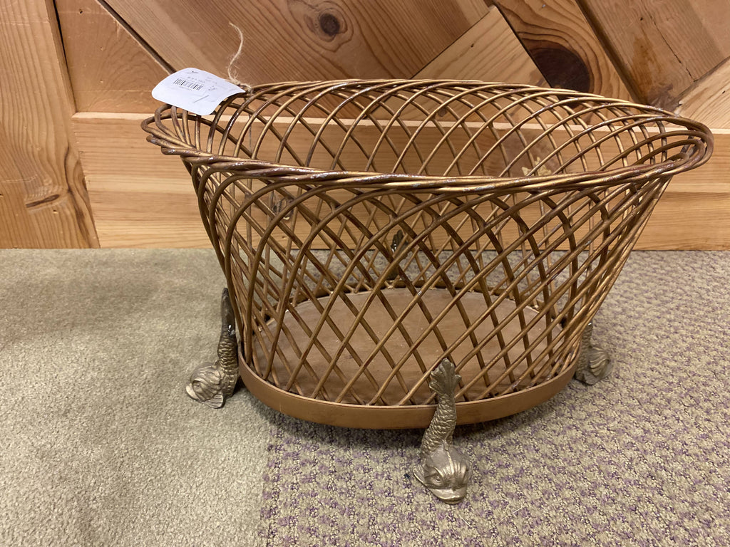 Iron basket with fish legs
