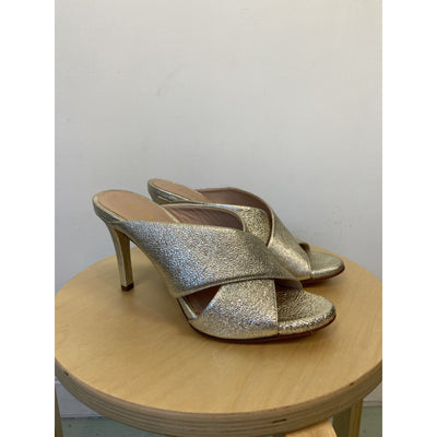 Gold Shimmering Pumps by Unisa
