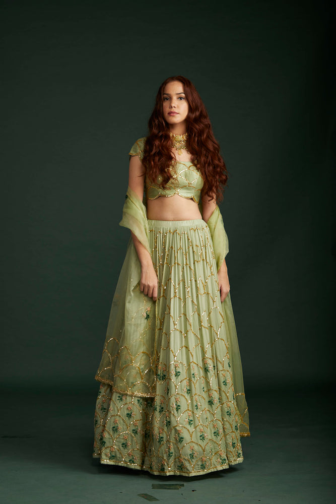 Load image into Gallery viewer, Scallop Lehenga