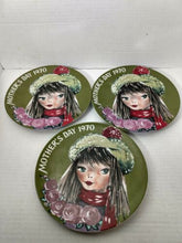 Cargar imagen en el visor de la galería, Lot of 3 Vintage 1ST Edition Seven Seas Traders Germany Mother's Day Plate 1970