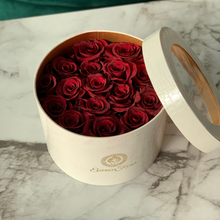Load image into Gallery viewer, white round with burgundy roses
